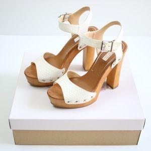 Jessica Simpson White Platform Heels Size 6.5